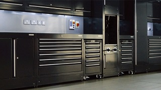 イヤサカでは自動車整備・車検機器及びシステムや洗車機器・ガレージ用機器などを販売しています。